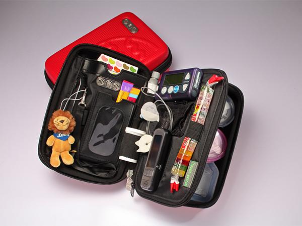 Diabete-ezy™ Große Reisetasche für den Gebrauch (Alle MiniMed® Pumpen)